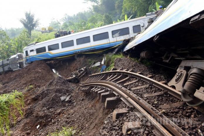 Longosr, Kereta Api Malabar Terjun Ke Jurang - TribunNewsDOTcom